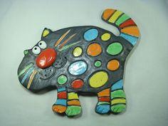 Chat en céramique émaillé en multicolore, à la manière d'une mosaïque…