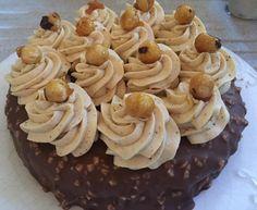 Torta rocher di Gianluca Aresu: croccante alla nocciola, biscotto, caramello morbido, pralinato alla nocciola, crema mousseline, glassa e nocciole caramellate