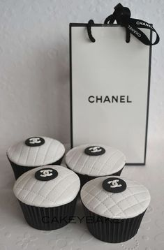 Chanel Cupcakes so fun! I would love a quilted Chanel bag cake for my b-day! Cupcakes Chanel, Love Cupcakes, Yummy Cupcakes, Chanel Cake, White Cupcakes, Lemon Cupcakes, Strawberry Cupcakes, Wedding Cupcakes, Beautiful Cakes