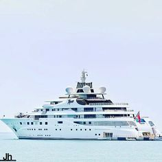 Topaz is one of the largest yacht in the world! #luxury #yacht #millionaire #sea #superyacht #life #prestige #wealth #boating #boatinglife #lifestyle #goals #ambition #rich #luxe  by @julien_hubert by oceanofnews