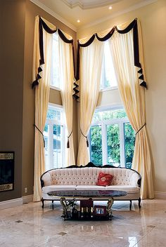 35 Creative ways to Hang Curtains Like a Pro - Bored Ar Hang Curtains Like A Pro, Hanging Curtains, Drapes Curtains, Valances, Rideaux Design, Types Of Window Treatments, Curtains Living, Window Styles, Curtain Designs
