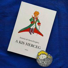 Günaydın. Güzel bir Pazar günü olsun.  Gün 17. Macarca: A Kis Herceg  1957 yılında Zigány Miklós çevirisiyle Magvtó Könyvkiasó tarafından Budapeşte'de basıldı.  #kucukprens #küçükprens #hergün1küçükprens #lepetitprince #theittleprince #elprincipito  #opequenoprincipe #derkleineprinz #ilpiccoloprincipe #b612 #koleksiyon #collection #kitap #kitapokuma #exupery #kitapokumak #kitapkurdu #reading  #kucukprensmuze #küçükprensmüzesi #macaristan #hungary #akisherceg