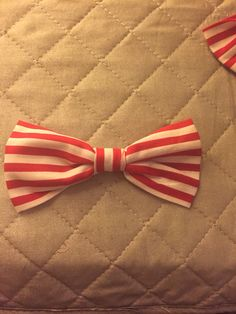 Simple bow. It can be done with a glue gun or sewn