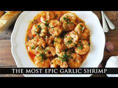 Een gerecht is niet compleet zonder knoflook. Voeg jij standaard extra knoflook aan je eten toe? Maak deze garnalen met 15 teentjes knoflook dan eens! Garlicky Shrimp, Tapas Dishes, Paella Pan, Frozen Shrimp, Spanish Tapas, Scampi, How To Cook Shrimp, Shrimp Recipes, Serving Dishes
