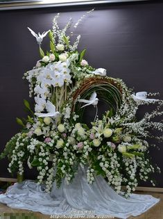 Selecting The Flower Arrangement For Church Weddings – Bridezilla Flowers Church Wedding Flowers, Church Wedding Decorations, Diy Easter Decorations, Church Flower Arrangements, Floral Arrangements, Flores Diy, Easter Flowers, Bridal Beauty, Ikebana