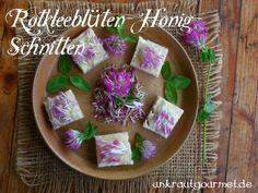 Wenn´s mal schnell gehen soll und süß sein darf:  Rotkleeblüten auf Honig-Brot
