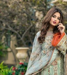 Pak fashion Pakistani Fashion Casual, Pakistani Dresses Casual, Pakistani Party Wear, Pakistani Couture, Indian Bridal Fashion, Pakistani Bridal Dresses, Pakistani Dress Design, Indian Attire, Indian Outfits