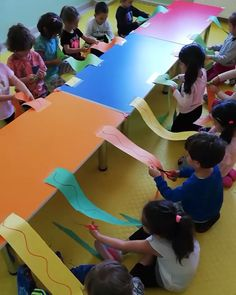 Brilliant cutting practice for preschool! Brilliant cutting practice for preschool! Related posts:Spin and Spell Easter Egg * ages ⋆ Raising Dragons - Preschool activitiesOil and Water Sensory Bag for. Preschool Fine Motor Skills, Motor Skills Activities, Preschool Learning Activities, Gross Motor Skills, Toddler Activities, Preschool Cutting Practice, Cutting Activities For Kids, Preschool Decor, Dinosaurs Preschool
