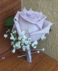 Lavender rose with baby breath boutonniere #lavenderboutonniere #lavenderroseboutonniere #rosebabybreathboutonniere #lavenderrosebabybreathboutonniere