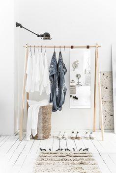 Karup Hongi kledingrek - SasaStore / Stylish and space saving! Pine Wardrobe, Mirrored Wardrobe, Wardrobe Rack, Entryway Furniture, Small Furniture, Black Hangers, Wardrobe Organisation, Organization, Clothes Rail