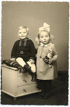 love vintage photos of children and their dolls