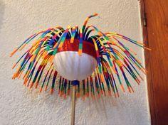 Gorro original y fácil de confeccionar.Ideal para el cumple de 15 o alentar a la… Crazy Hat Day, Crazy Hats, Ladies Night Party, Foam Wigs, Jester Hat, Craft Projects For Kids, Ideas Para Fiestas, Creative Activities, Cool Hats