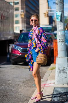 jenny-walton-by-styledumonde-street-style-fashion-photography loooove this Looks Street Style, Street Style 2017, Looks Style, Street Chic, Street Styles, My Style, Whimsical Fashion, Colorful Fashion, Mode Outfits
