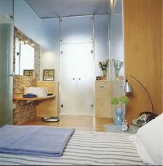 Dormitorio-con-baño-05 Muebles Living, Ideas Para, Oversized Mirror, Divider, Design Bedroom, Bed Furniture, Home Decor, Ceiling, Interior Design