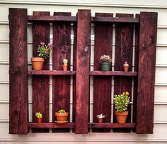 Outdoor Pallet Shelf - Easy DIY project to spiff up your porch or backyard! Build a Shed With Pallet