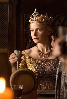 "Rebecca Ferguson as Elizabeth Woodville in ""The White Queen"" Rebecca Ferguson, Medieval Fashion, Medieval Clothing, Red Queen, King Queen, Queen Elizabeth 1, Story Inspiration, Character Inspiration, The White Queen Starz"