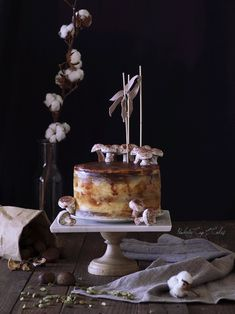 ...esta serena e insolente tarta de castañas que veis aquí ha sido el resultado de unas dilatadas y arduas negociaciones previas...