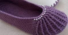 How to Crochet Pretty Slippers – Step By Step - Design Peak Crochet Designs, Knitting Designs, Crochet Patterns, Booties Crochet, Crochet Shoes, Baby Booties, Cute Slippers, Knitted Slippers, Crochet Ripple