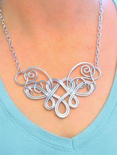 BLEEDING HEART Necklace main fil enroulé - Choisissez vos propres couleurs par RefreshingDesigns sur Etsy https://www.etsy.com/fr/listing/182464841/bleeding-heart-necklace-main-fil-enroule