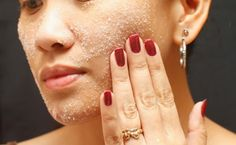 Sea Salt Mask For Acne. Mix 1 teaspoon of sea salt with 3 teaspoons of hot water so that they are completely dissolved. Add 1 teaspoon of honey and mix nicely.
