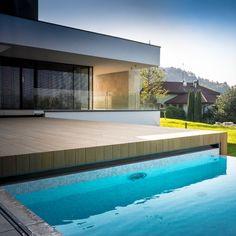 Poolwalk prekrytie s infinity-edge bazénom. Infinity, Outdoor Decor, Home Decor, Infinite, Decoration Home, Room Decor, Home Interior Design, Home Decoration, Interior Design