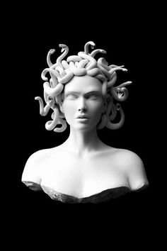 This sculpture of Medusa is made of stone. This is ironic because it was Medusa who had the power to transform people to stone and here she is portrayed in stone. Medusa also represents the theme of transformation in Ovid's Metamorphoses. Medusa, Urban Nature, Art Sculpture, Gods And Goddesses, Oeuvre D'art, Art Inspo, Fashion Art, Trendy Fashion, Royal Fashion