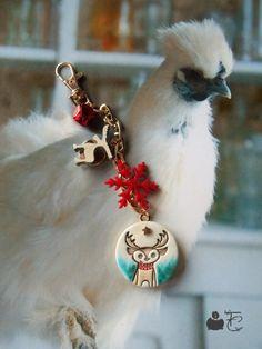 """Bijou de sac Porte clefs Noël """"Petit Renne"""" Pendentif céramique artisanale Breloques bois, suédine Doré, rouge"""