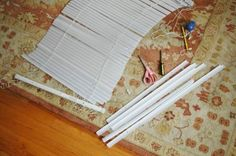 Little Green Notebook: Make Shades Out of Mini Blinds Hey! I have cheap ugly mini blinds, maybe I could do this! Fabric Roman Shades, Diy Roman Shades, House Blinds, Blinds For Windows, How To Make A Roman Blind, Little Green Notebook, Bedroom Blinds, Fabric Blinds, Diy Curtains