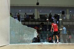 Panel kaca di Pusat Skuasy Nasional Bukit Jalil pecah ketika perlawanan berlangsung   Pemain-pemain di Kejohanan Skuasy Individu Remaja Asia (AJIC) menerima kejutan apabila panel kaca di salah sebuah gelanggang di Pusat Skuasy Nasional Bukit Jalil di sini berkecai ketika perlawanan berlangsung.  Panel Kaca Pecah Ketika Perlawanan Berlangsung Di Pusat Skuasy Nasional  Panel kaca di Gelanggang 4 itu pecah ketika pemain bawah 19 tahun Chua Man Chin (Singapura) dan Mojtaba Kafili Vijouyeh (Iran)…