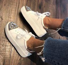 0a0086ddbc74 Die 98 besten Bilder von shooeees!!♡   Beautiful shoes, Shoe boots ...