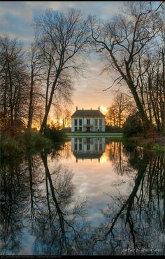 Love this manor house! I actually, started writing a civil war era story; and this house is Just how I imagined its setting! River included!