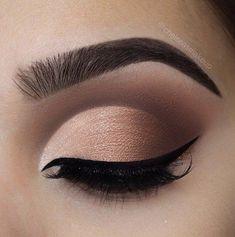 PerfectCrease - Eyeshadow Crease Stamper - Beauty makeup - Make Up Eyeshadow Crease, Eyeshadow Makeup, Makeup Brushes, Eyeshadow Palette, Neutral Eyeshadow, Makeup Eyebrows, Eye Palette, Burgundy Eyeshadow, Pink Eyeshadow