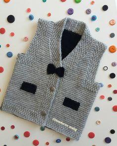 yesim hanimin bebegi icin hazirladigimiz - Her Crochet Crochet Baby Jacket, Crochet Baby Sweaters, Crochet Baby Clothes, Knit Crochet, Baby Boy Knitting Patterns, Knitting Designs, Baby Knitting, Pull Bebe, Knit Vest Pattern