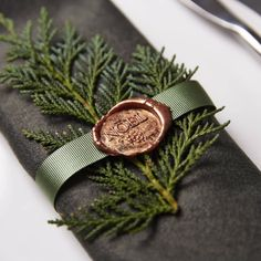So chic and so simple ! Loving this Noel wax seal for a Winter napkin and table decoration ideas. Christmas Place, Noel Christmas, Christmas Themes, Christmas Wedding, Christmas Crafts, Christmas Decorations, Elegant Christmas, Beautiful Christmas, Christmas Gift Wrapping