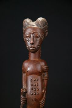 Arte tribal :: arte africano AF526 :: :: :: Baule figura masculina Farrow bellas artes