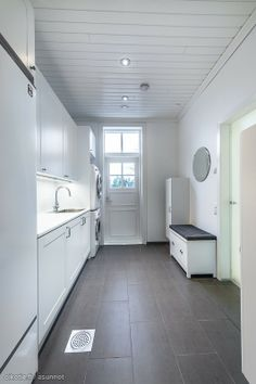 Kodinhoitohuone Mudroom Laundry Room, Laundry In Bathroom, Interior Design Living Room, Living Room Designs, Modern Laundry Rooms, Paint Colors For Living Room, Laundry Room Design, Dream Home Design, White Rooms