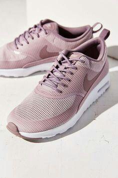 Nike Fashion, Fashion Fashion, Milan Fashion, Runway Fashion, Fashion Shoes,  Fashion 9a054cd249d1