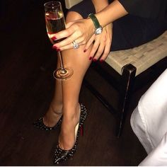 We adore champagne with our high heel pumps Flowers Wine, Champagne, Wine Photography, Woman Wine, Luxe Life, Great Legs, Fine Wine, Girls Dream, High Heel Pumps