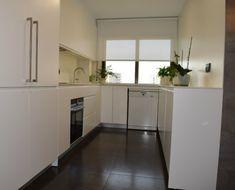 13 Ιδιοφυείς λύσεις για μικρές κουζίνες! Cozy House, Kitchen Cabinets, Home Decor, Decoration Home, Cosy House, Room Decor, Cabinets, Home Interior Design, Dressers