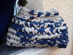 Bolso de mano hecho de trapillo