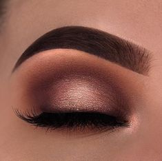 29 Gorgeous Eye Makeup Looks For Day And Evening - eye makeup for blue eyes ,brown eyes , eye shadow . - 29 Gorgeous Eye Makeup Looks For Day And Evening – eye makeup for blue eyes ,brown eyes , eye shadow - Gold Eye Makeup, Dramatic Eye Makeup, Formal Makeup, Makeup Eye Looks, Colorful Eye Makeup, Eye Makeup Tips, Smokey Eye Makeup, Cute Makeup, Makeup Goals