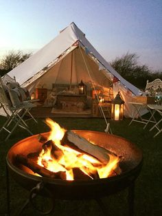 Campsites in , Campsites and Caravan sites in the UK ( England, Wales and Scotland ) & Ireland, Book direct with the site owners. Glamping Uk, Bell Tent Glamping, Luxury Camping Tents, Tent Camping, Backyard Camping, Lotus Belle Tent, Campsite Decorating, Tent Decorations, Shepherds Hut