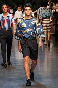 Discover clothes, shoes, bags and accessories by Dolce&Gabbana: the new collection with unique style is online Men Fashion Show, Mens Fashion, Eccentric Style, Men's Collection, Runway, Spring Summer, Men's Style, Presents, Clothes