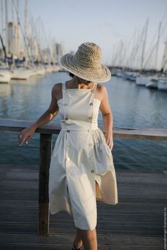 Ladylike summer dress paired with a classy hat Linen Dresses, Cute Dresses, Casual Dresses, Fashion Dresses, Vogue Fashion, Fashion 2020, Summer Outfits, Summer Dresses, Mode Inspiration