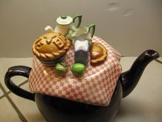 """Cardew Design Brown Betty """"Harvest Pies"""" Large Tea Pot from England Chocolate Pots, Chocolate Coffee, All About The Tea, Teapot Crafts, Cute Teapot, Brown Betty, China Teapot, Teapots Unique, Tea Pot Set"""