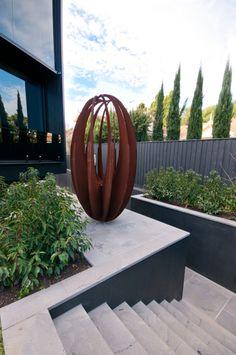 23 inspiring garden art design ideas you can create now 1 Sculpture Metal, Outdoor Sculpture, Outdoor Art, Metal Garden Sculptures, Metal Garden Art, Metal Art, Melbourne, Vase Deco, Welding Art