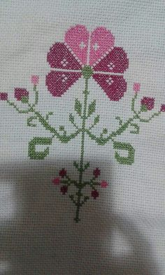 This Pin was discovered by HUZ Simple Cross Stitch, Cross Stitch Borders, Cross Stitch Flowers, Cross Stitch Charts, Cross Stitch Designs, Cross Stitch Embroidery, Cross Stitch Patterns, Diy And Crafts, Handmade