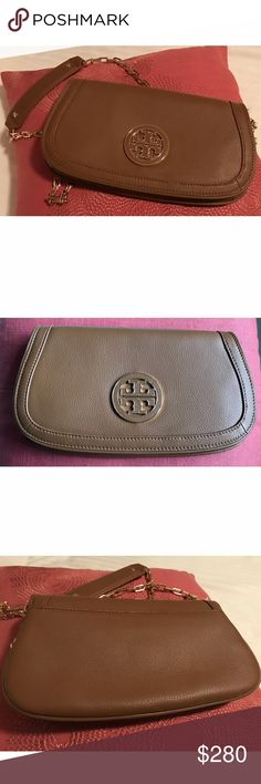 NWT Tory Burch Amanda crossbody New with tags Tory Burch Amanda tan crossbody. Tan with gold hardware and pebbled leather. 100% authentic offers are welcome! Tory Burch Bags Crossbody Bags