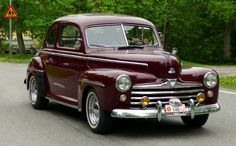 1947 Ford Super DeLuxe Coupe 3.6L Flathead V8 Engine (photo by Gosta Knochenhauer)