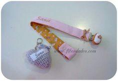 Chupetero personalizado y corazon de crochet